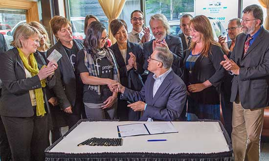 Gov. Inslee signing an executive order to reduce recidivism and increase public safety.