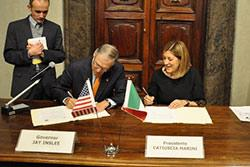 In 2017 while visiting Italy Governor Jay Inslee met with President Catiuscia Marini of the Umbria Region.
